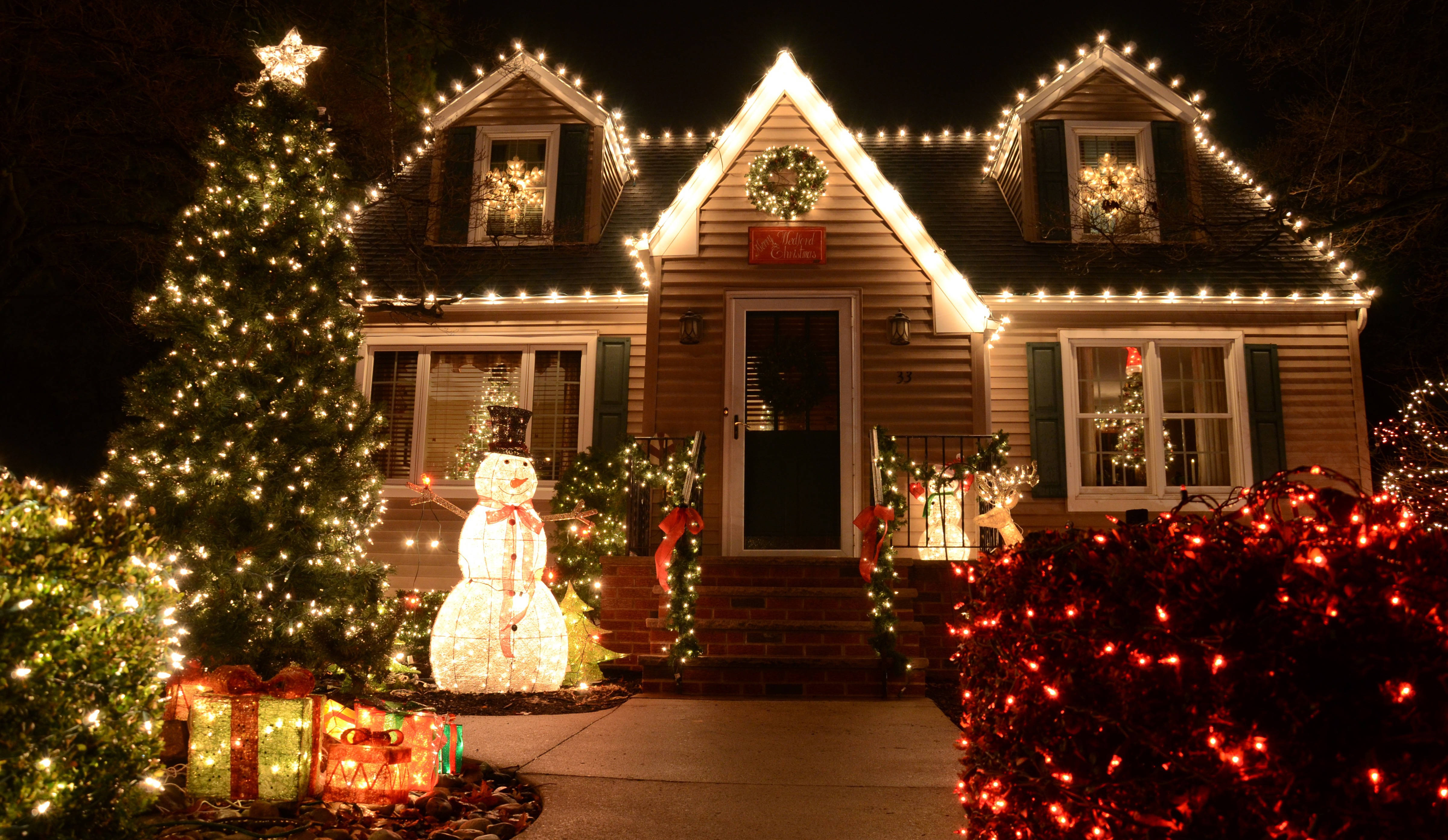 Outside Christmas Lights.Christmas Lights Installation Service In Chicagoland And Suburbs